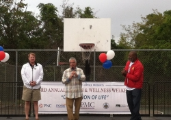 September 12, 2015: Senator Fontana, along with County Executive Rich Fitzgerald, spoke at the Community Appreciation Day held at Kennard Field in the Hill District hosted by Representative Jake Wheatley. The event was part of the Health and Wellness Weekend, an effort to increase health awareness and motivate participants to live an active, sustainable and healthier lifestyle.